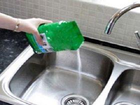 با سه مرحله ساده لوله های ظرفشویی خانه را تمیز کنید