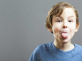 طرز برخورد درست با کودک بی ادب چگونه باید باشد؟