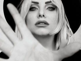 مدل از زیباترین ژست عکاسی دخترانه با کلاه